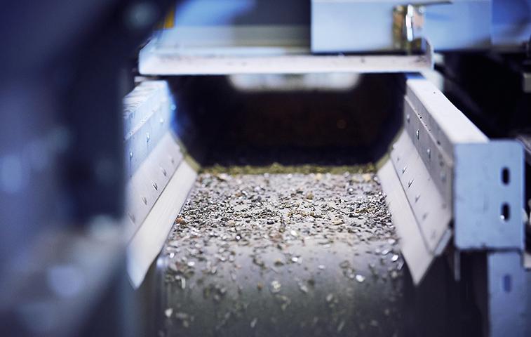 TOMRA LANÇA NOVA MÁQUINA com tecnologia de raios-X aprimorada que detecta e seleciona metais